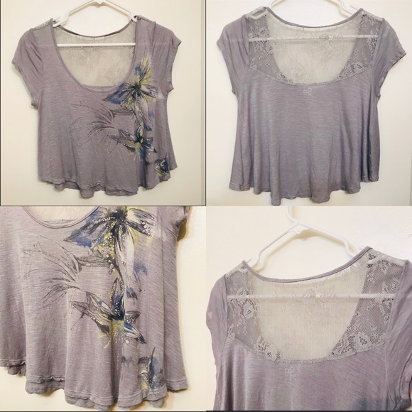 SO Tops - Crop top with cute lace back and flower print.